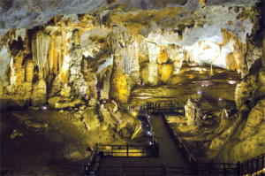 Paradise Cave and Dark Cave